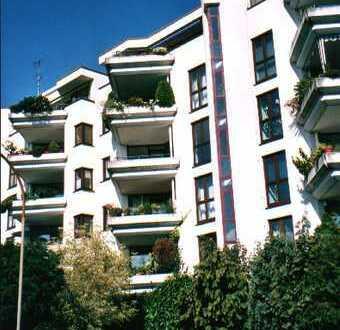 Privat: Ruhige Architektenwohnung im Grünen mit zwei Loggien