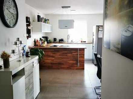 Kurzfristig freie, moderne 3 Zimmer Wohnung im Herzen von Sulzfeld