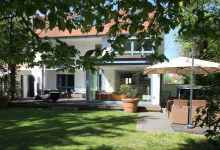 Geschmackvolle 3-Zimmer-Wohnung mit einem idyllischen Garten in der Lerchenau