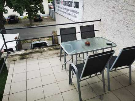 Modernisierte Wohnung mit zwei Zimmern sowie Balkon und Einbauküche in Pfaffen-Schwabenheim