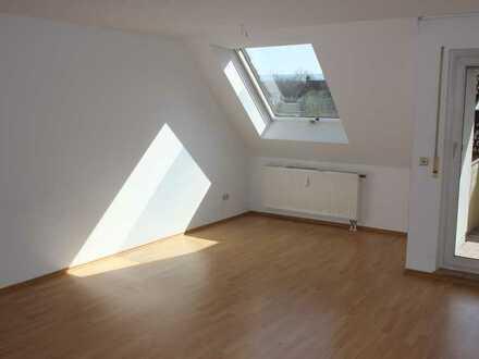 KEINE KÄUFERPROVISION - Gepflegte 3 Zi.-DG-Whg. mit Süd-Balkon u. TG-Stellpl. in Heilbronn