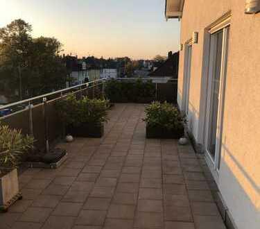 Exklusive Penthouse-Eigentumswohnung mit großer Dachterrasse, 2 Garagen & 1 Stellplatz