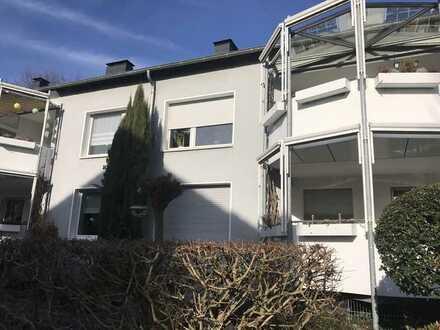 ***Helle & schöne Etagenwohnung mit Stellplatz, Südbalkon,Laminat und Wannenbad***