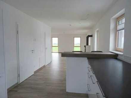 **Erstbezug! Exklusives 1-Zimmer-Apartment mit hochwertiger Einbauküche & Balkon -in Neuler**