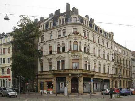 Schöne geräumige Altbauwohnung im Herzen der Innenstadt von Saarbrücken.