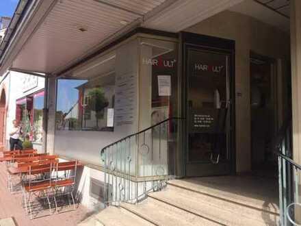 Ladengeschäft in 1a Lage mit großer Fensterfront zu vermieten