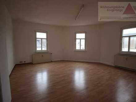 2-Raum-Dachgeschoss-Wohnung in zentraler Lage von Oelsnitz!