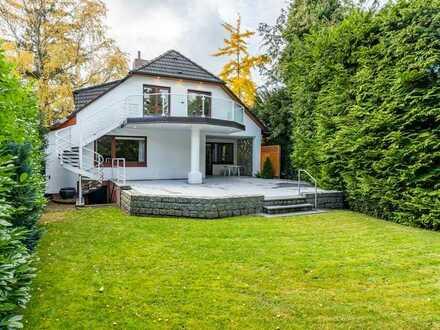 Großzügiges Ein- bis Zweifamilienhaus im grünen Meiendorf