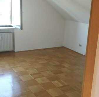Erschwingliche und modernisierte 3-Zimmer-DG-Wohnung,evtl Einbauküche, Balkon in Grettstadt