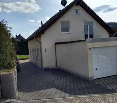 Neuwertiges Einfamilienhaus in Deuz, Fussbodenhz., Doppelgarage, 5Zi-Kü-Bad-Gäste WC