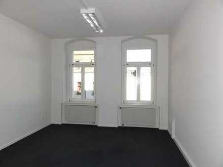 Helles 5-Zimmer-Büro mit durchdachtem Grundriss in der Neustadt!