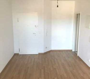 RT-Zentrum: Moderne 1-Zi.-Wohnung mit Balkon und Aufzug