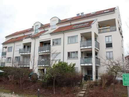 3,5-Zimmerwohnung mit zwei Balkonen und TG-Stellplatz. Sofort frei.