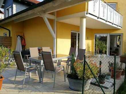 Neuwertige 5-Zimmer-Erdgeschosswohnung mit Terrasse und Blick ins Grüne in Großwallstadt