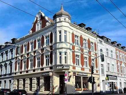 Traditionsreiches Mehrfamilienhaus mit acht Wohneinheiten und einem Ladenlokal