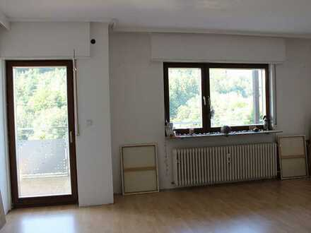 Gepflegte Wohnung mit zwei Zimmern und Balkon in Neckarsteinach