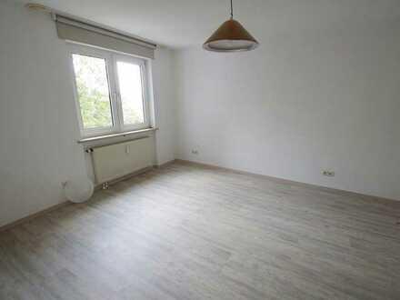 Helle, gemütliche 2-Zimmer-Wohnung mit Einbauküche, Balkon und Stellplatz