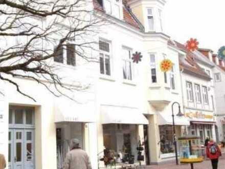 Schleswig, Kornmarkt ( Fußgängerzone) aparte 5Zi.-Altbauwhg. ( saniert)