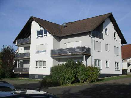 Vollständig renovierte 2-Raum-Dachgeschosswohnung mit Balkon und Einbauküche in Gründau Haingründau