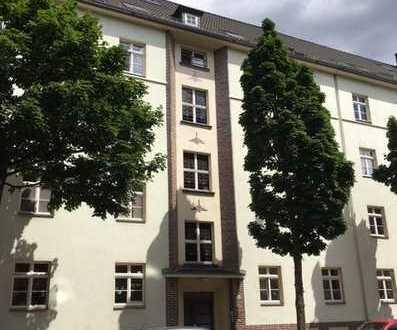 Kapitalanleger gesucht! 2-Zi-Wohnung mit Balkon in denkmalgeschütztem Wohnhaus!