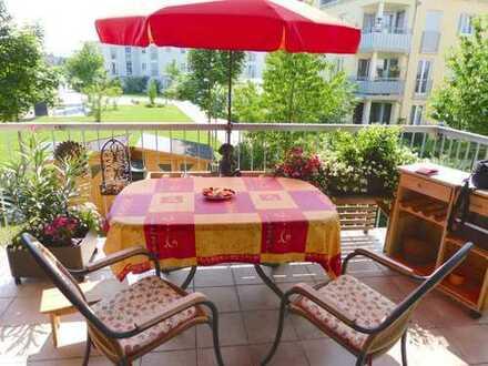helle, gepflegte 4-Zimmer-Wohnung mit Balkon und EBK in München (Kreis)
