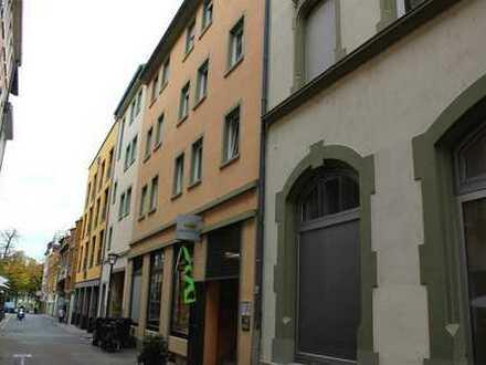 Frisch renovierte 2-Zimmer-Wohnung mit Dachterrasse in der Altstadt