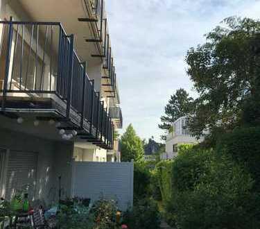 Auf der Kaiser-Friedrich Promenade: Gepflegte Wohnung mit 3 Zimmern, sonnig & ruhig und Balkon