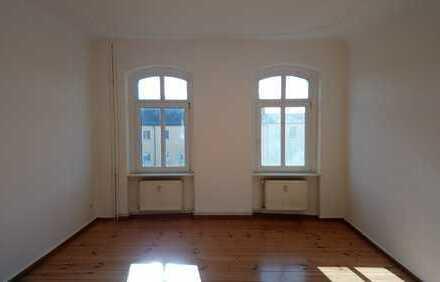 Vermietung: 2 Zimmer, Küche, Bad