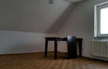 Großes, sonniges, freundliches WG Zimmer in 2-er WG zu vermieten