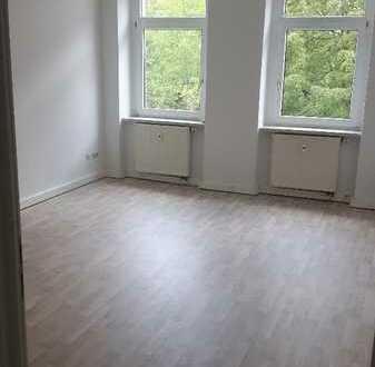 Wohnung mit gr. Balkon & Laminat