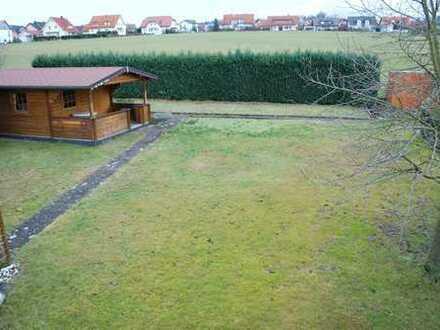 2,5ZKB (a. W. vollst. eingerichtet), modernisiert, EBK, Kachelofen, Balkon, a. W. Garage, Gartenhaus