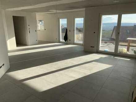 Erstbezug 2,5 Zimmerwohnung mit Einbauküche, Garten und Fernsichtin in erstklassiger Südhanglage