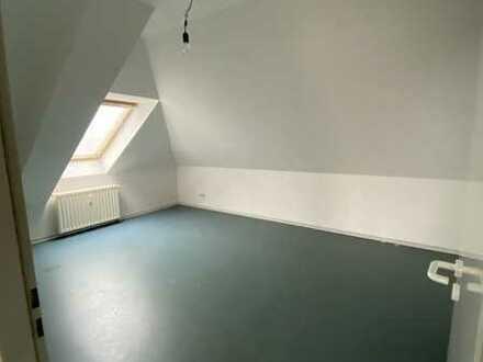 Helle Dachgeschosswohnung mit offener Wohnküche - mit WBS oder WBS-fähigem Einkommen
