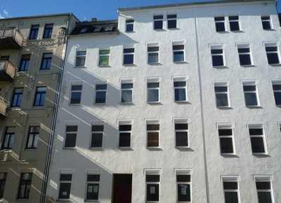 PROVISIONSFREI! Renditeobjekt! Helle 2 Zimmer Wohnung im Dachgeschoss eines sanierten Altbaus!