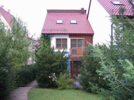 Schönes, geräumiges Reiheneckhaus mit 5 1/2 Zimmern in Stuttgart, Sillenbuch