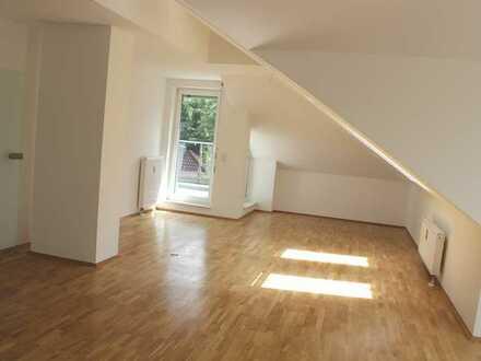 **exklusive 4-Zimmer-Dachgeschosswohnung mit Balkon in ruhiger Lage Schildow**