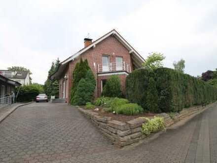 Nordlünen: Brusenkamp II, helle Dachgeschoßwohnung mit Balkon im Zweifamilienhaus