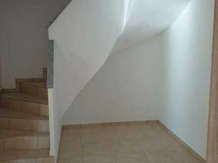 Erstbezug mit Balkon: preiswerte 5-Zimmer-Maisonette-Wohnung in Simbach am Inn