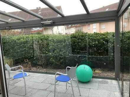 Schicke 2-Zimmer mit Wintergarten, große Garagenbox, sofort frei - geeigent für 1 Person