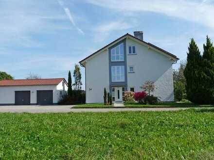 RUHIG & MODERNISIERT! Freistehendes Einfamilienhaus mit Garagen südlich von Horgenzell
