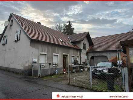 ZWANGSVERSTEIGERUNG - Einfamilienhaus mit Scheune und Grundstück