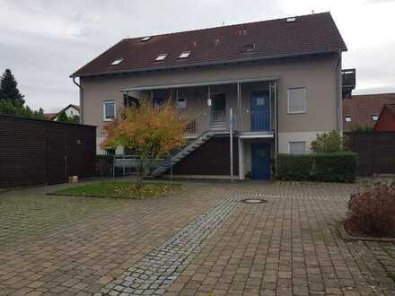 Gepflegte 2-Raum-DG-Wohnung mit Balkon und Einbauküche in Berg (Pfalz)