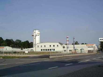 Produktionshallen / Lagerhallen mit Bürogebäude