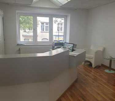 schöne helle Büro-/Praxisräume frei gestaltbar