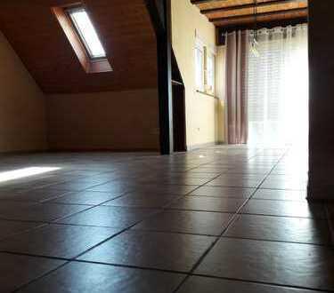 4-Zimmer-DG-Wohnung mit Balkon und EBK in Karlsruhe-Rintheim