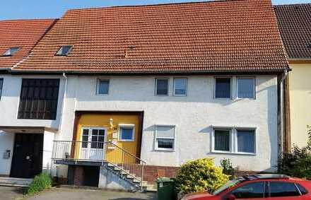 Zweifamilienhaus ca. 163 m² WF 2x3 ZBK mit Balkon und EBK in Breuna-OT. Gut vermietet!