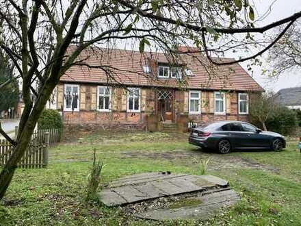 Historisches Pfarrhaus in ruhiger dörflicher Lage