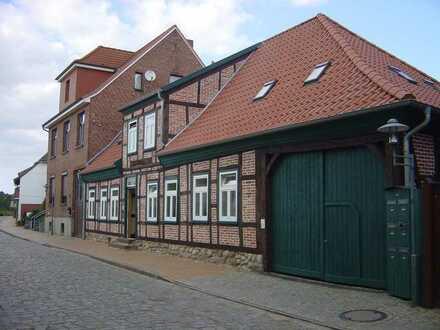 2 schöne Wohnimmobilien in bester Lage mit 6 Wohneinheiten
