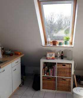 Gemütliche 1,5-Zimmer-DG-Wohnung mit Balkon und Einbauküche in Krefeld