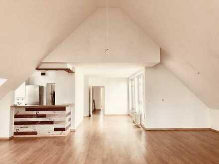 Eine helle und große 4-Zimmer-Wohnung in Berlin-Lankwitz